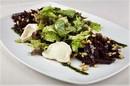 Салат из печёной свёклы с козьим сыром
